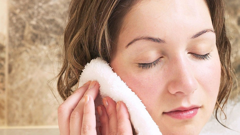 warm compress to relieve the ear pain